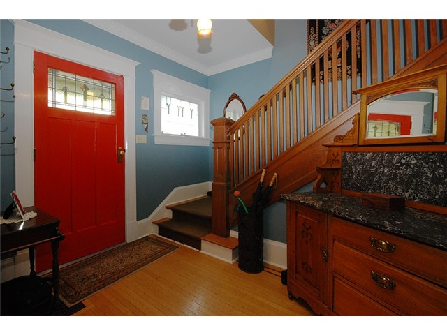 Photo 2: 326 3RD Street in New Westminster: Queens Park House for sale : MLS(r) # V882156