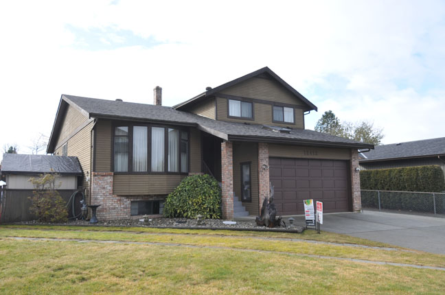 Main Photo: 12412 MEADOW BROOK Place in Maple Ridge: Northwest Maple Ridge House for sale : MLS® # V1047013