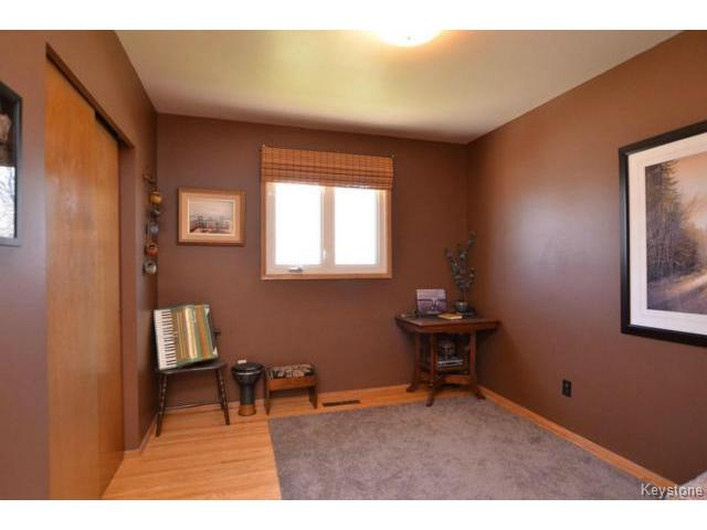Photo 12: 251 Dussault Avenue in WINNIPEG: Windsor Park / Southdale / Island Lakes Residential for sale (South East Winnipeg)  : MLS(r) # 1409904