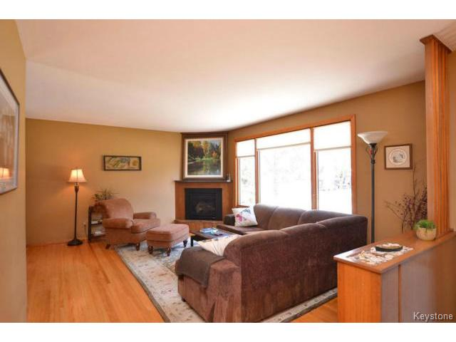 Photo 2: 251 Dussault Avenue in WINNIPEG: Windsor Park / Southdale / Island Lakes Residential for sale (South East Winnipeg)  : MLS(r) # 1409904