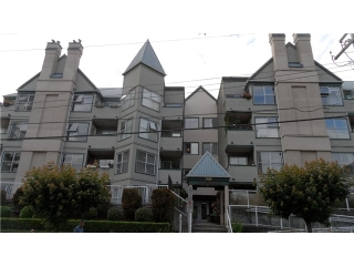 "Main Photo: 301 509 CARNARVON Street in New Westminster: Downtown NW Condo for sale in ""HILLSIDE PLACE"" : MLS(r) # V1093418"