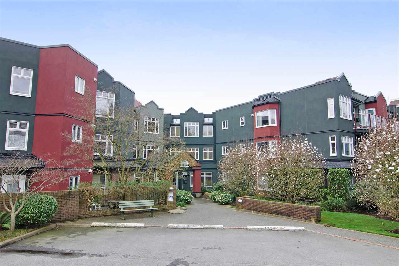 Main Photo: 216 121 W 29TH Street in North Vancouver: Upper Lonsdale Condo for sale : MLS(r) # R2045680