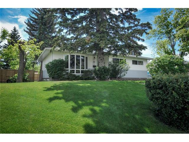 Main Photo: 83 WESTVIEW Drive SW in Calgary: Westgate House for sale : MLS(r) # C4066177