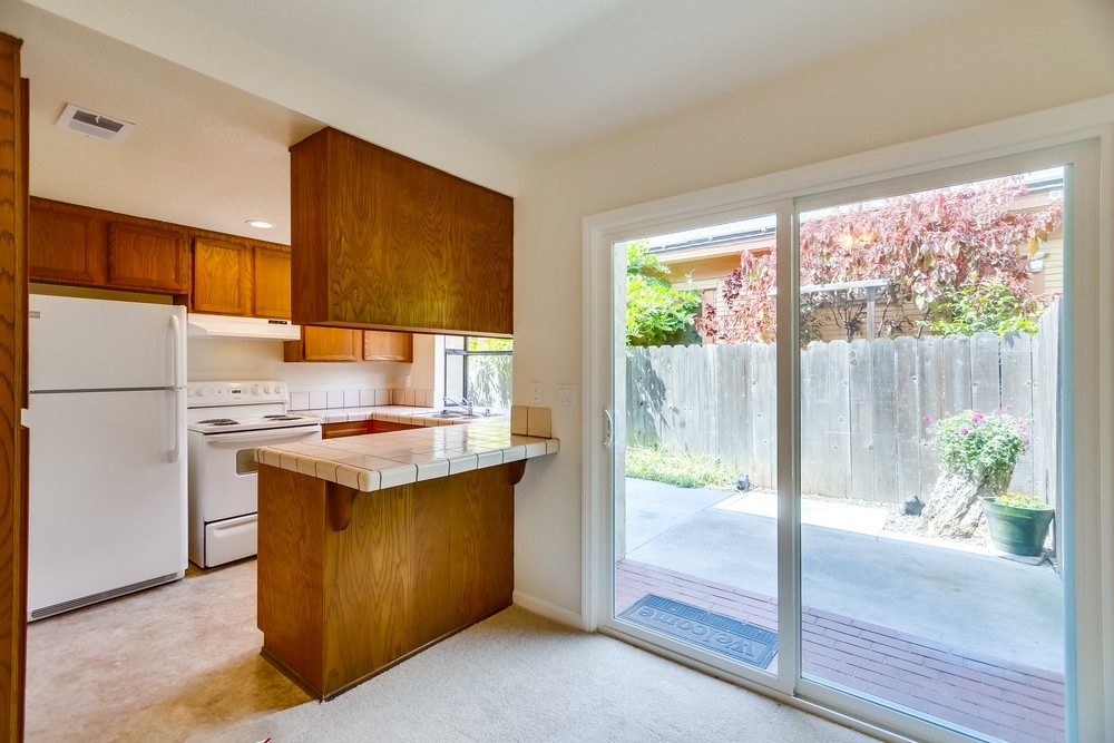 Photo 7: MISSION HILLS Townhome for sale : 2 bedrooms : 3821 Albatross #2 in San Diego