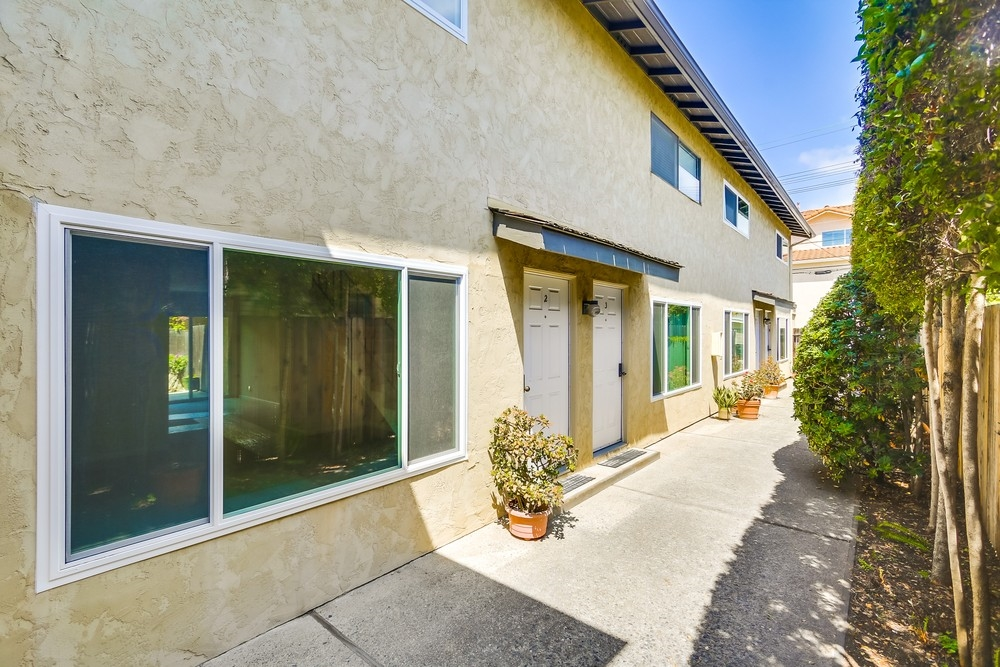 Photo 3: MISSION HILLS Townhome for sale : 2 bedrooms : 3821 Albatross #2 in San Diego