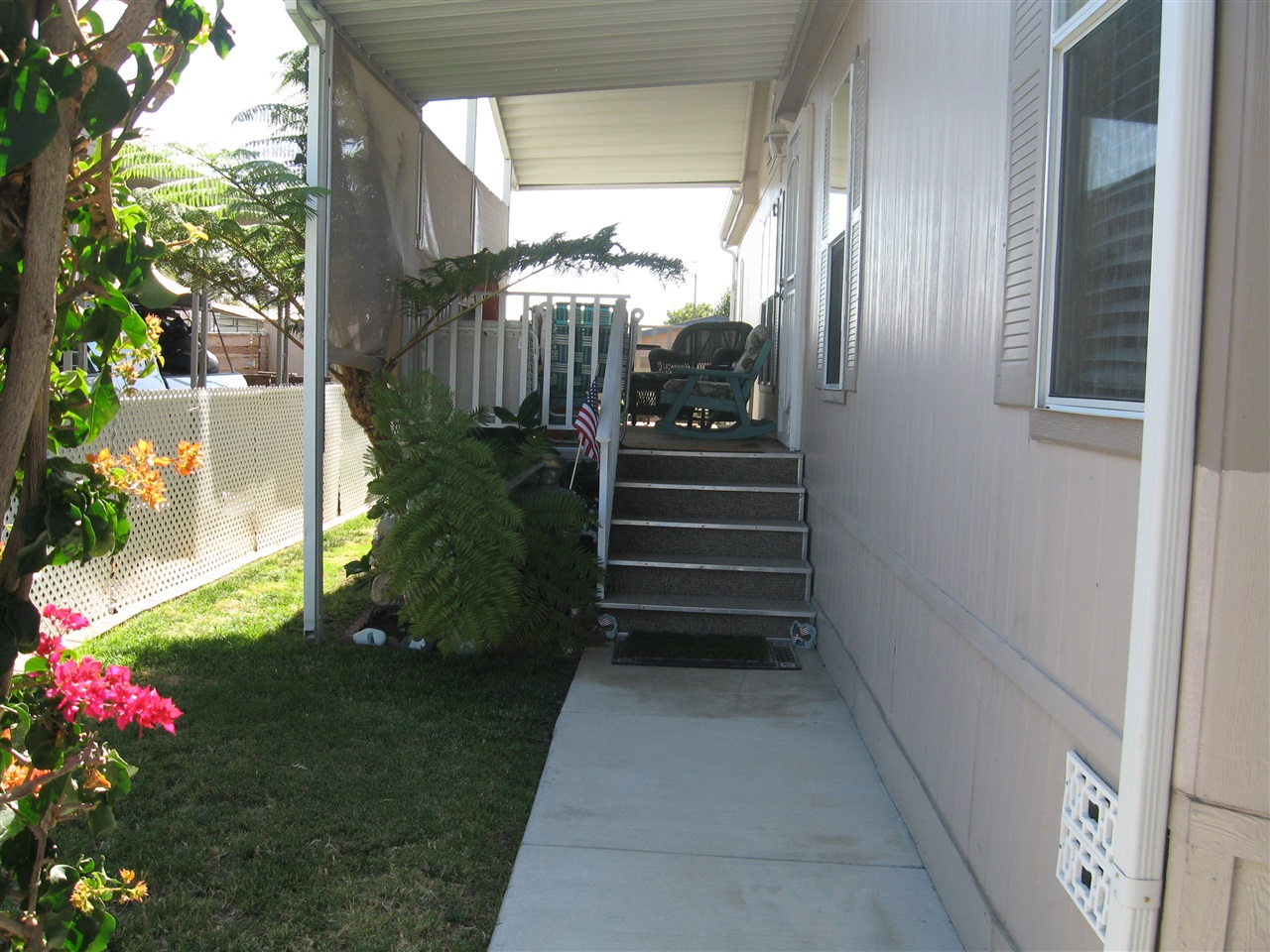 Photo 8: OCEANSIDE Manufactured Home for sale : 3 bedrooms : 4616 N River Road #40