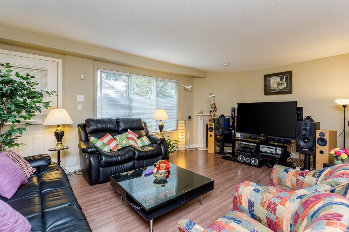 "Photo 8: 2 10080 KILBY Drive in Richmond: West Cambie Townhouse for sale in ""Savoy Gardens"" : MLS® # R2084135"