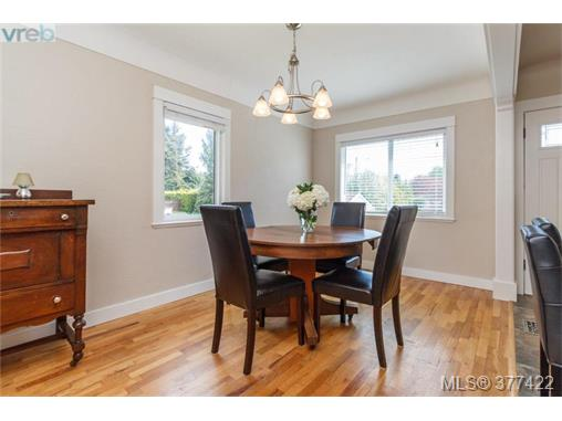 Photo 3: 1849 Gonzales Avenue in VICTORIA: Vi Fairfield East Single Family Detached for sale (Victoria)  : MLS(r) # 377422