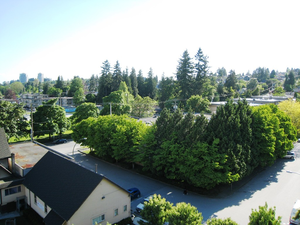 "Photo 4: 705 415 E COLUMBIA Street in New Westminster: Sapperton Condo for sale in ""SAN MARINO"" : MLS(r) # R2170257"