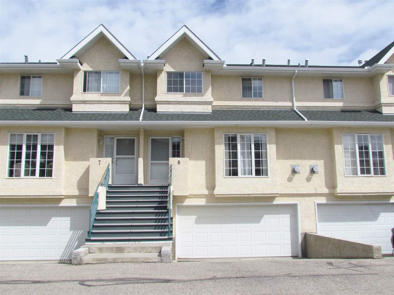 Main Photo:  in Edmonton: Zone 35 Townhouse for sale : MLS(r) # E4067774
