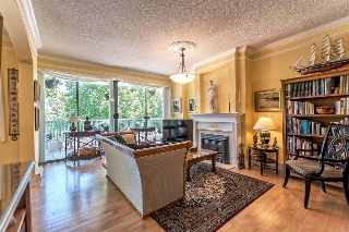 "Main Photo: 301 1785 MARTIN Drive in Surrey: Sunnyside Park Surrey Condo for sale in ""Southwynd"" (South Surrey White Rock)  : MLS® # R2185400"