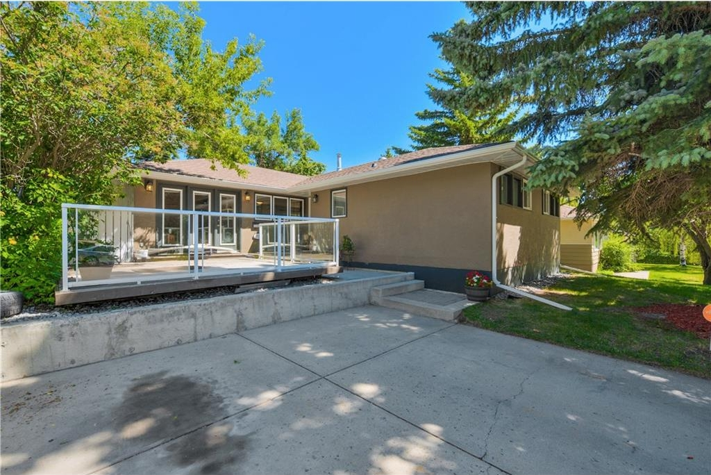 Main Photo: 3924 23 AV SW in Calgary: Glendale House for sale : MLS® # C4129830