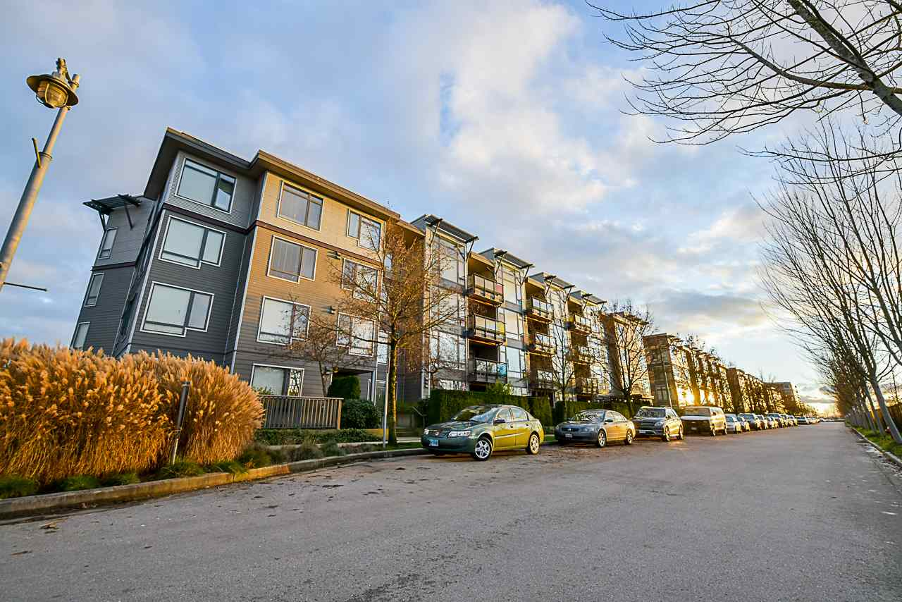 "Main Photo: 107 14300 RIVERPORT Way in Richmond: East Richmond Condo for sale in ""Waterstone Pier"" : MLS® # R2227086"