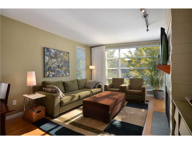 "Main Photo: 306 2575 W 4TH Avenue in Vancouver: Kitsilano Condo for sale in ""SEAGATE ON FOURTH"" (Vancouver West)  : MLS® # V917796"