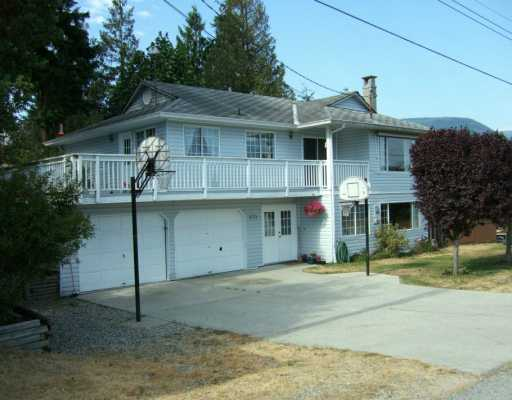 Main Photo: 5772 NEPTUNE Road in Sechelt: Sechelt District House for sale (Sunshine Coast)  : MLS® # V599973