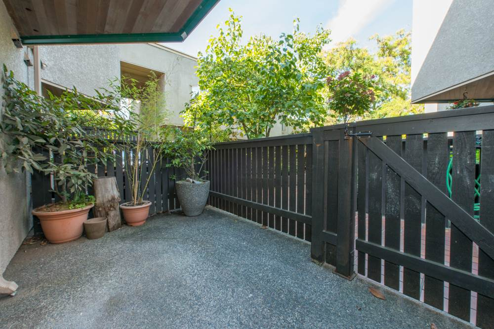 "Photo 10: 38 870 W 7 Avenue in Vancouver: Fairview VW Townhouse for sale in ""LAUREL COURT"" (Vancouver West)  : MLS(r) # R2002810"