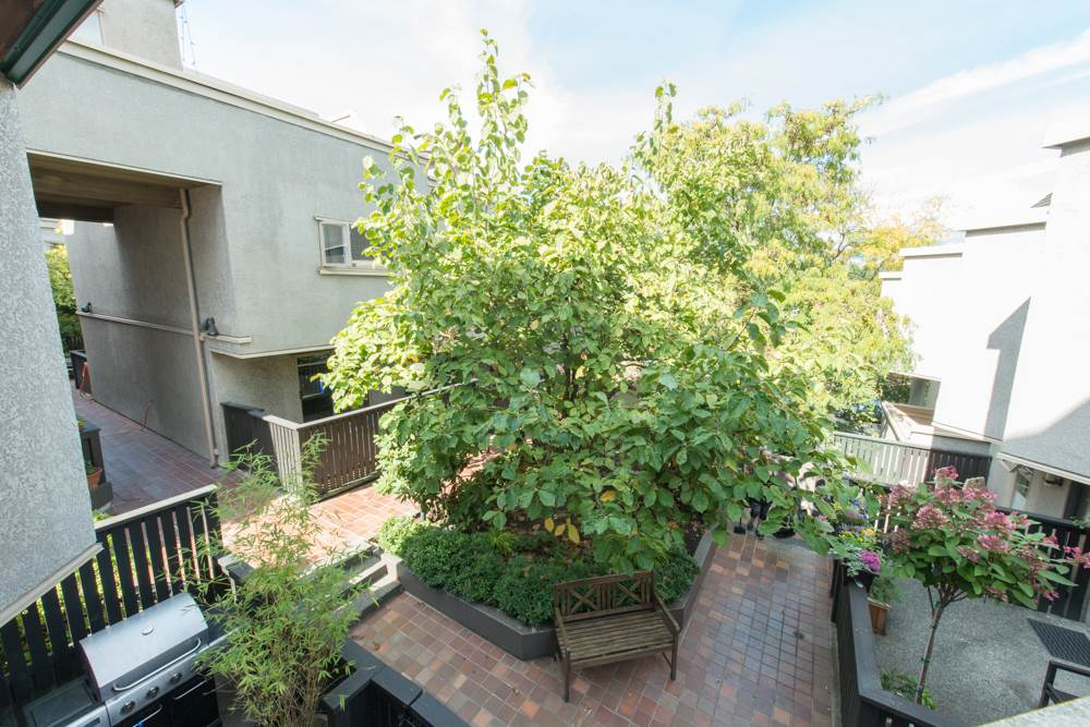 "Photo 11: 38 870 W 7 Avenue in Vancouver: Fairview VW Townhouse for sale in ""LAUREL COURT"" (Vancouver West)  : MLS(r) # R2002810"