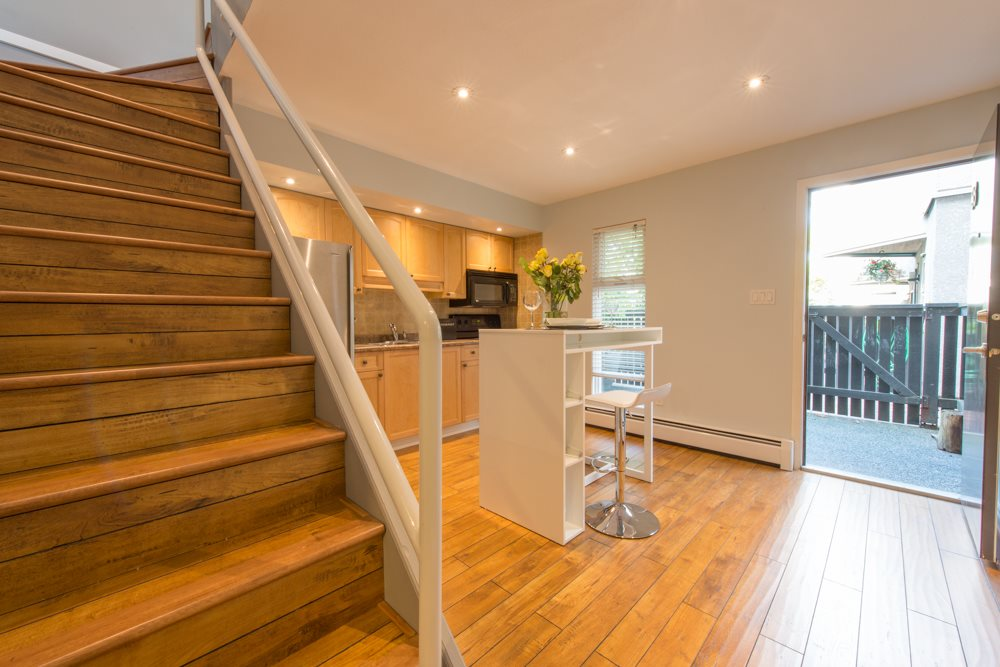 "Photo 3: 38 870 W 7 Avenue in Vancouver: Fairview VW Townhouse for sale in ""LAUREL COURT"" (Vancouver West)  : MLS(r) # R2002810"
