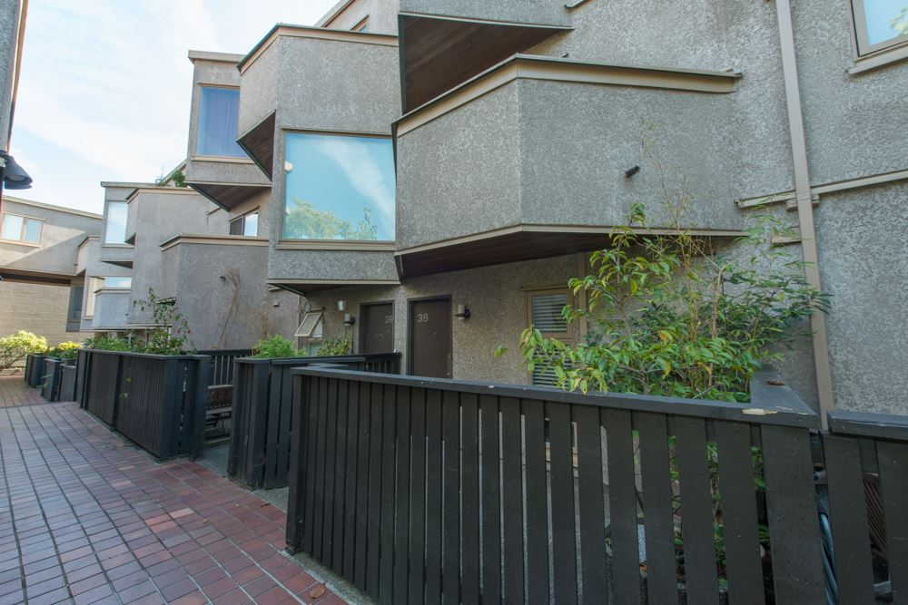 "Photo 12: 38 870 W 7 Avenue in Vancouver: Fairview VW Townhouse for sale in ""LAUREL COURT"" (Vancouver West)  : MLS(r) # R2002810"