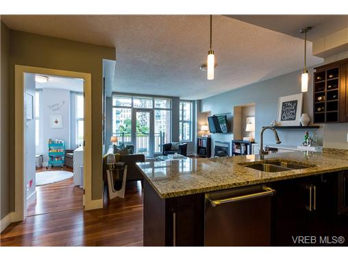 Photo 3: N307 737 Humboldt Street in VICTORIA: Vi Downtown Condo Apartment for sale (Victoria)  : MLS(r) # 365502