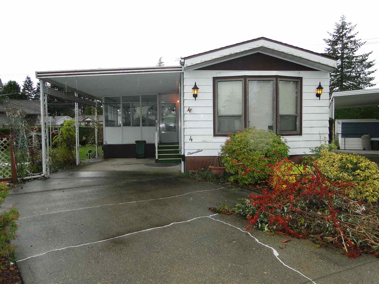 "Main Photo: 4 8670 156TH Street in Surrey: Fleetwood Tynehead Manufactured Home for sale in ""Westwood Court"" : MLS® # R2123629"