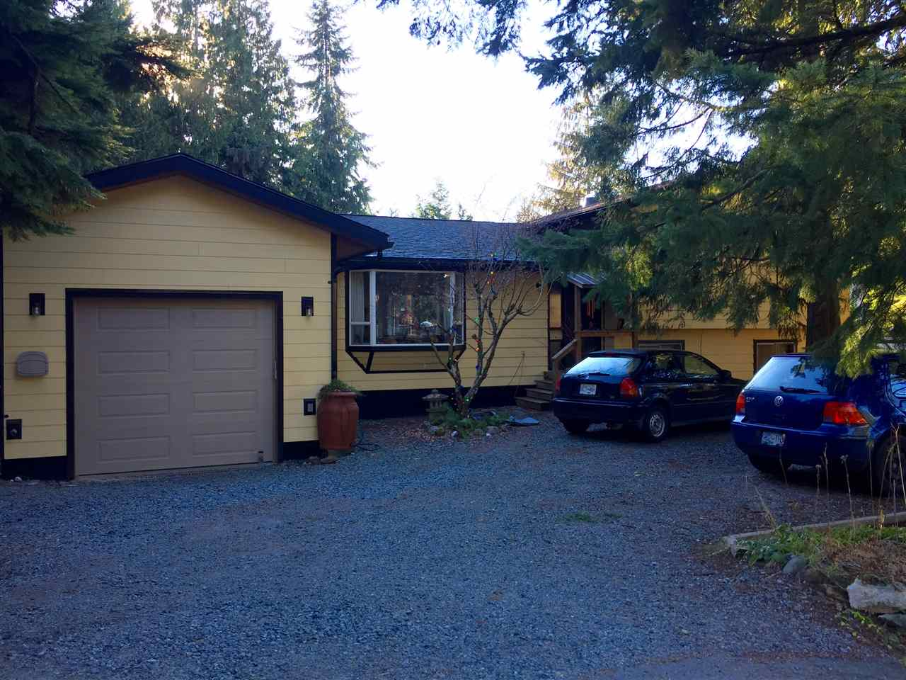 "Main Photo: 2568 THE BOULEVARD in Squamish: Garibaldi Highlands House for sale in ""GARIBALDI HIGHLANDS"" : MLS® # R2126711"