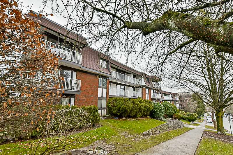 "Main Photo: 105 331 KNOX Street in New Westminster: Sapperton Condo for sale in ""WESTMOUNT ARMS"" : MLS® # R2135968"