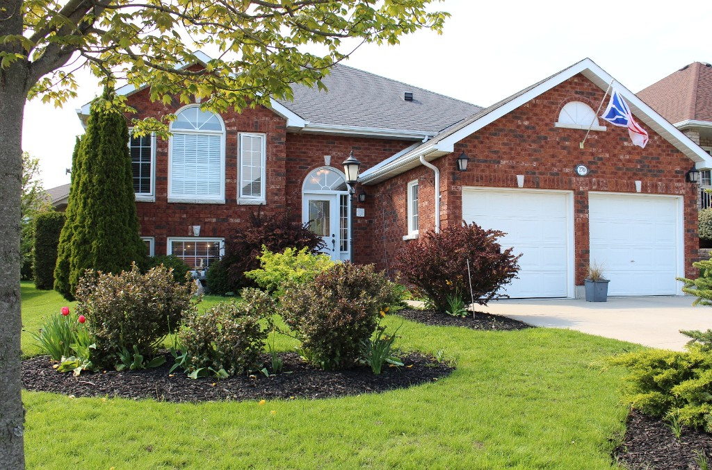 Main Photo: 270 Ivey Crescent in Cobourg: Residential Detached for sale : MLS(r) # 512440137