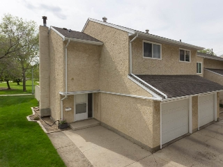 Main Photo: 140 CALLINGWOOD Place in Edmonton: Zone 20 Townhouse for sale : MLS® # E4065508