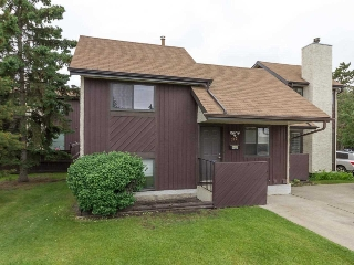 Main Photo: 710 SADDLEBACK Road in Edmonton: Zone 16 Townhouse for sale : MLS(r) # E4068567