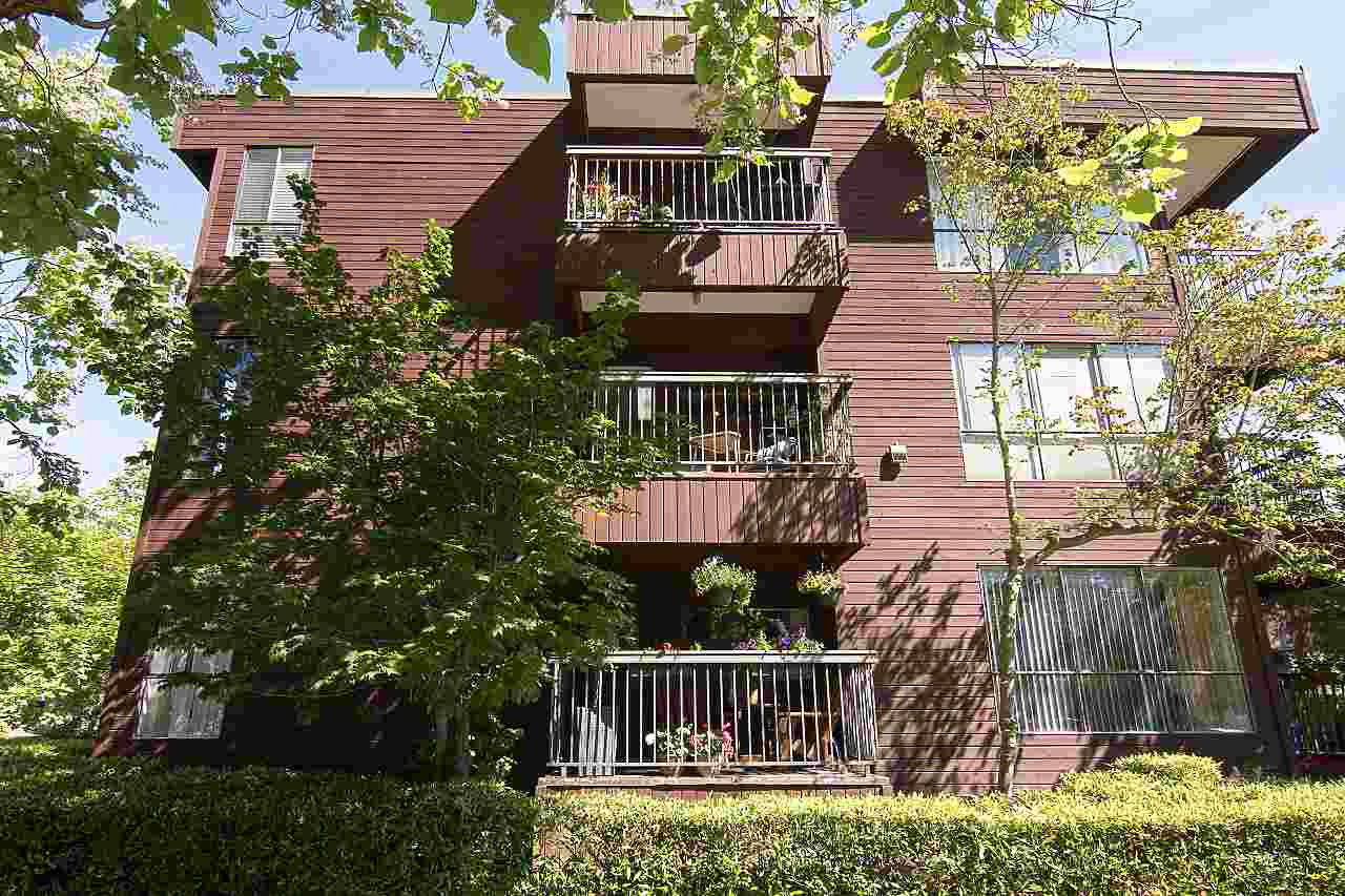 Close to VGH, Transportation & Shopping!