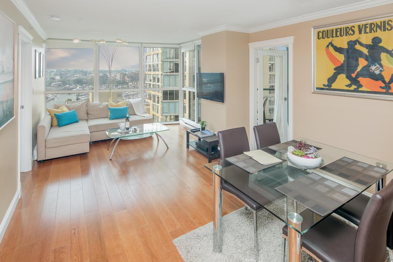"Main Photo: 1402 907 BEACH Avenue in Vancouver: Yaletown Condo for sale in ""Coral Court on Beach Avenue"" (Vancouver West)  : MLS® # R2196740"