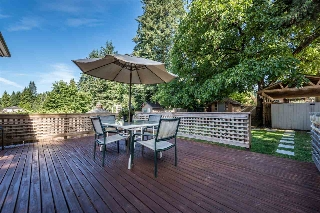Main Photo: 526 W 23RD Street in North Vancouver: Hamilton House for sale : MLS® # R2197056