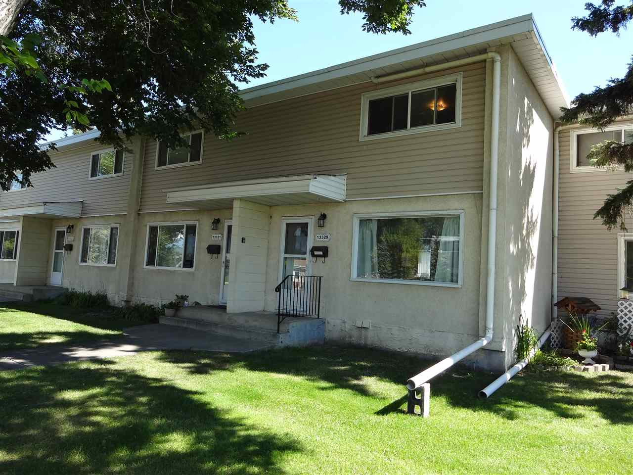 Main Photo: 13329 90 Street in Edmonton: Zone 02 Townhouse for sale : MLS® # E4078739