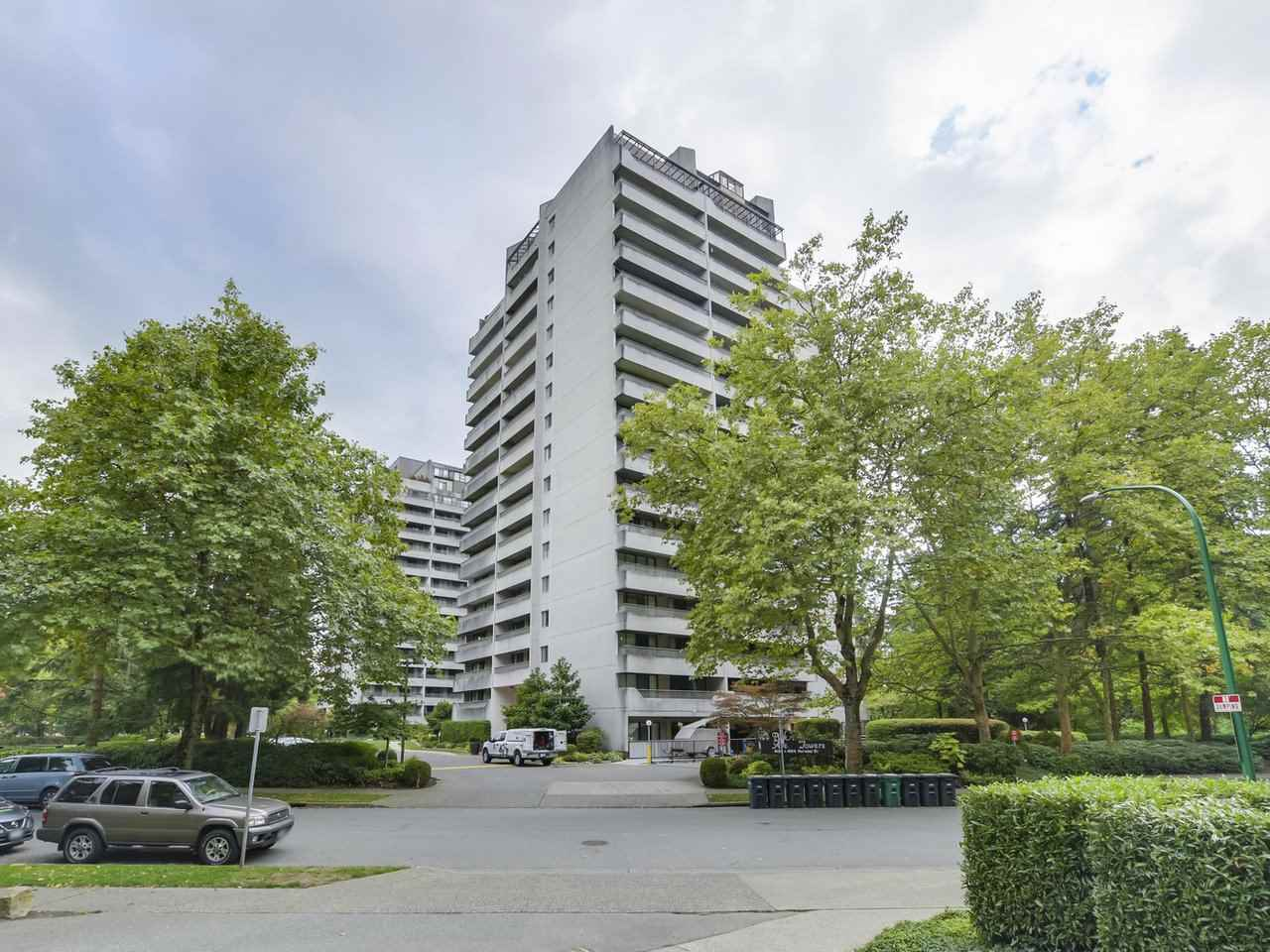 "Main Photo: 405 4134 MAYWOOD Street in Burnaby: Metrotown Condo for sale in ""PARK AVENUE TOWERS"" (Burnaby South)  : MLS®# R2306184"