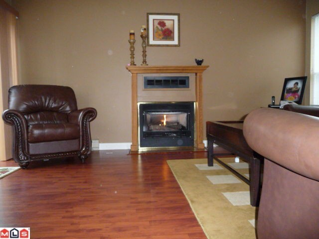 "Photo 2: 80 3030 TRETHEWEY Street in Abbotsford: Abbotsford West Townhouse for sale in ""Clearbrook Village"" : MLS® # F1105942"