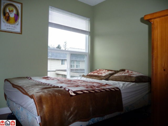 "Photo 8: 80 3030 TRETHEWEY Street in Abbotsford: Abbotsford West Townhouse for sale in ""Clearbrook Village"" : MLS® # F1105942"