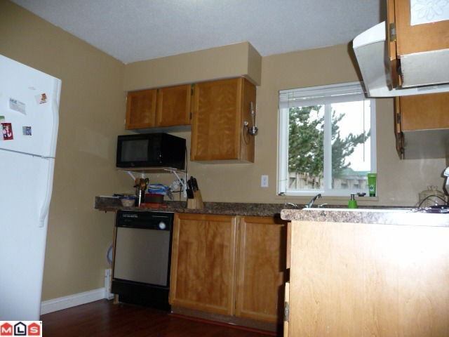 "Photo 3: 80 3030 TRETHEWEY Street in Abbotsford: Abbotsford West Townhouse for sale in ""Clearbrook Village"" : MLS® # F1105942"