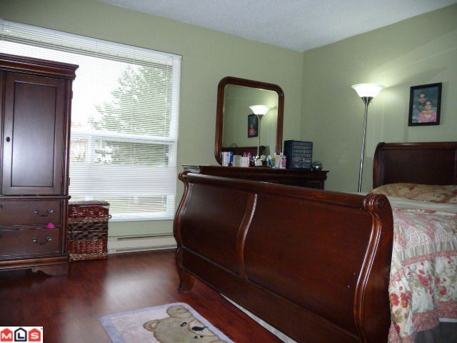 "Photo 6: 80 3030 TRETHEWEY Street in Abbotsford: Abbotsford West Townhouse for sale in ""Clearbrook Village"" : MLS® # F1105942"