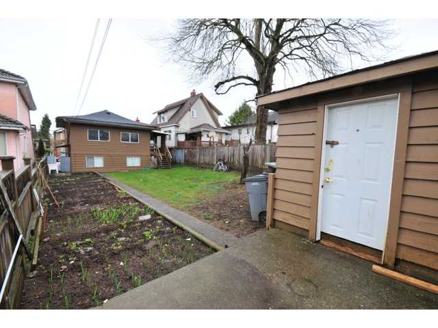 Photo 3: 842 E 26TH Avenue in Vancouver: Fraser VE House  (Vancouver East)  : MLS(r) # V875884