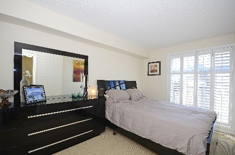 Photo 2: 35 60 Joe Shuster Way in Toronto: South Parkdale Condo for sale (Toronto W01)  : MLS(r) # W3024534