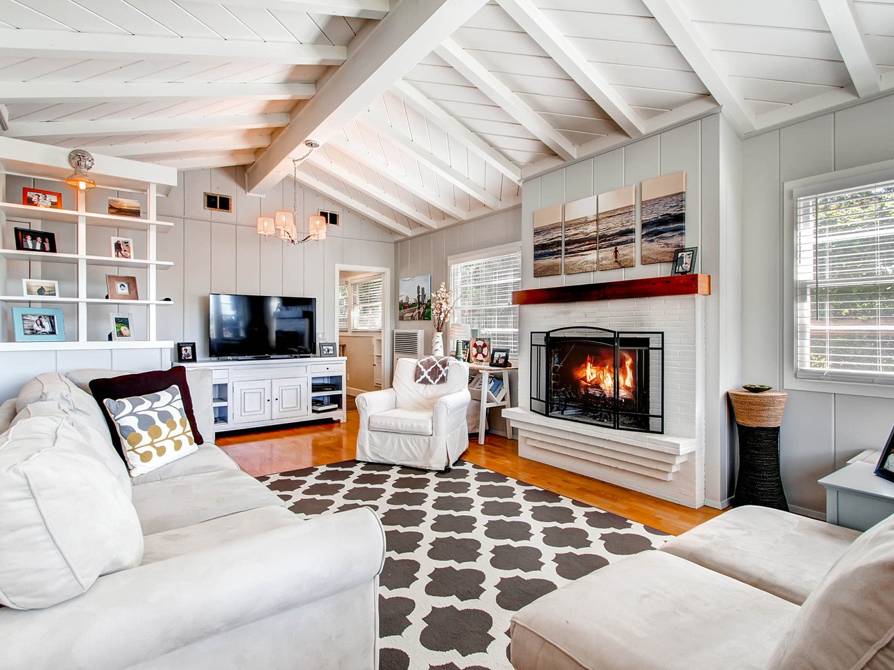 Main Photo: LA JOLLA House for sale : 4 bedrooms : 5457 Bellevue Ave