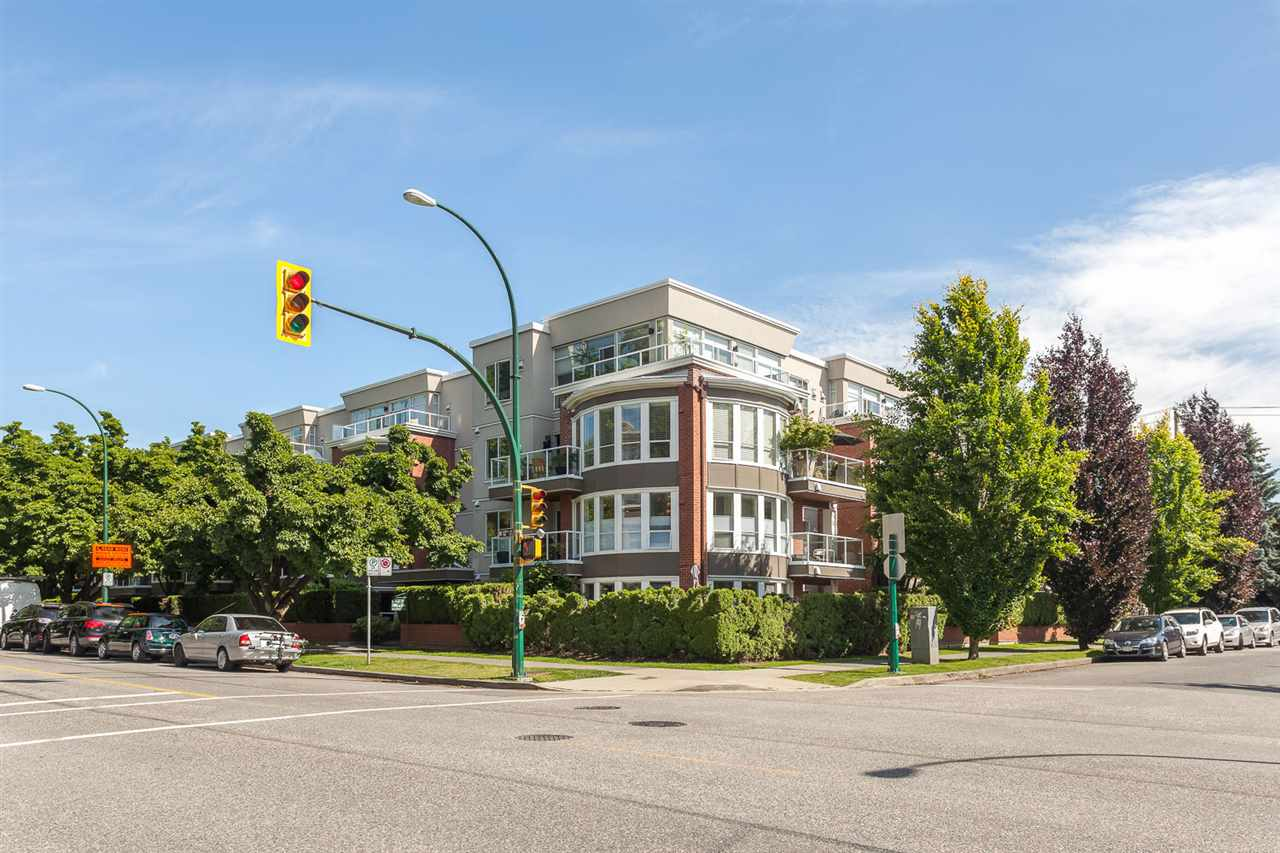 "Photo 13: 201 2288 W 12TH Avenue in Vancouver: Kitsilano Condo for sale in ""CONNAUGHT POINT"" (Vancouver West)  : MLS® # R2079942"