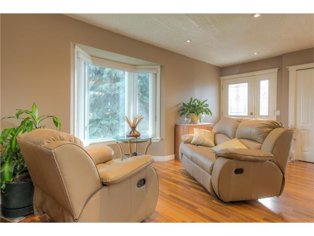 Photo 5: 8 ERIN MEADOWS Court SE in Calgary: Erin Woods House for sale : MLS(r) # C4078378