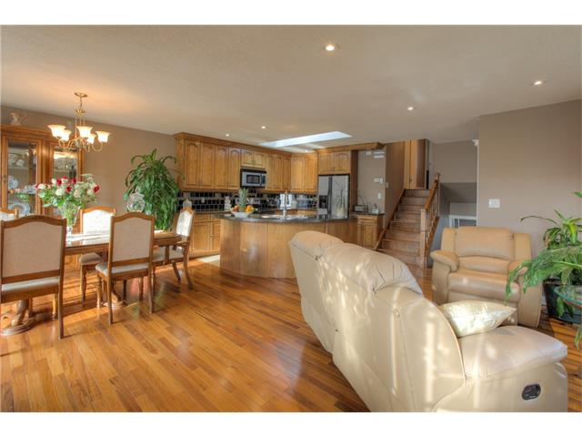 Photo 4: 8 ERIN MEADOWS Court SE in Calgary: Erin Woods House for sale : MLS(r) # C4078378