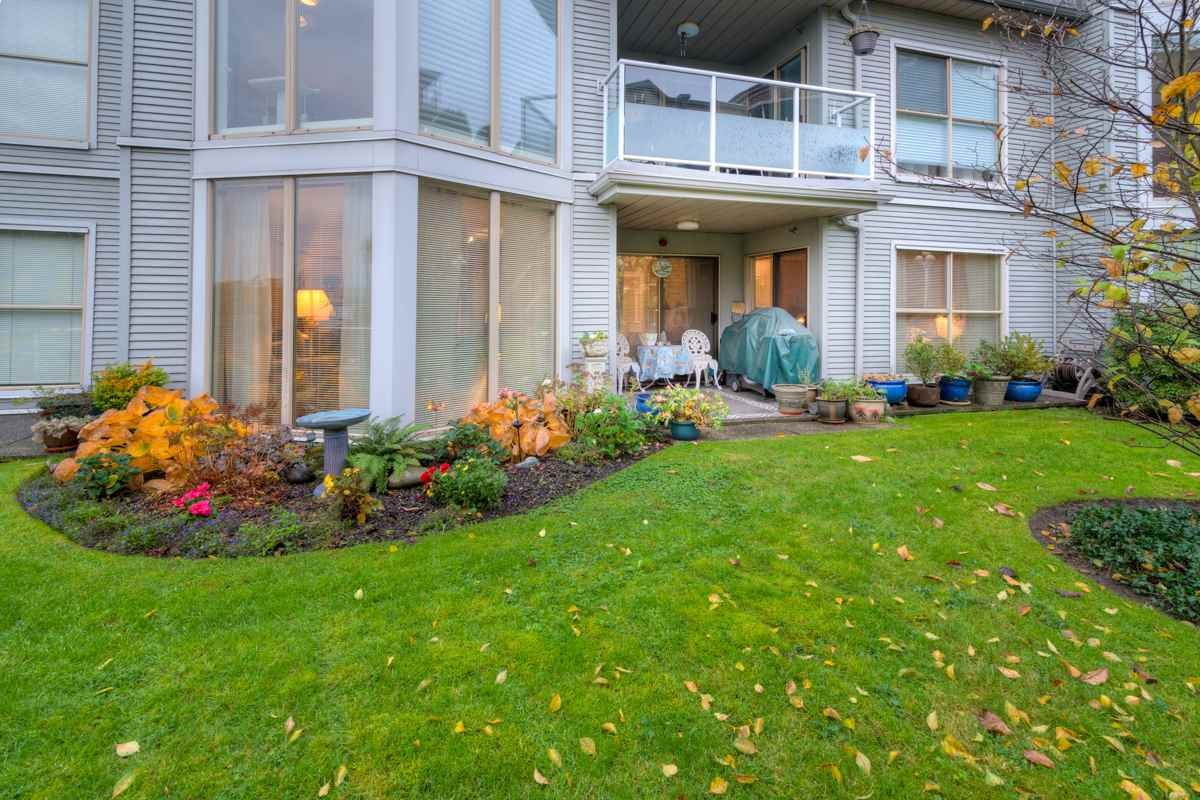 "Main Photo: 102 68 RICHMOND Street in New Westminster: Fraserview NW Condo for sale in ""Gate House"" : MLS®# R2120125"