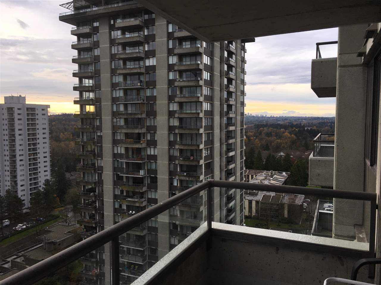 "Photo 6: 1903 3970 CARRIGAN Court in Burnaby: Government Road Condo for sale in ""THE HARRINGTON"" (Burnaby North)  : MLS® # R2125001"