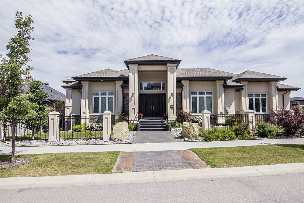 Main Photo: 2445 MARTELL Crescent in Edmonton: Zone 14 House for sale : MLS® # E4062138