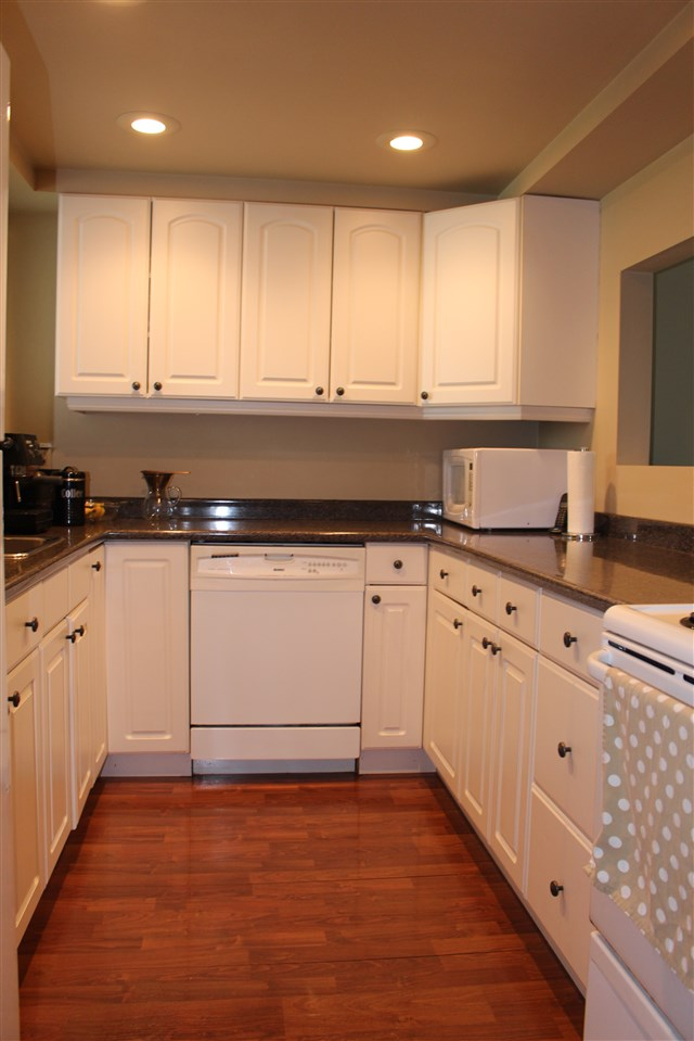 "Photo 3: 839 ALEXANDER Bay in Port Moody: North Shore Pt Moody Townhouse for sale in ""WOODSIDE VILLAGE"" : MLS® # R2172348"