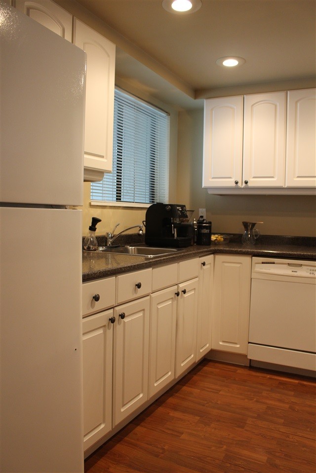 "Photo 2: 839 ALEXANDER Bay in Port Moody: North Shore Pt Moody Townhouse for sale in ""WOODSIDE VILLAGE"" : MLS® # R2172348"